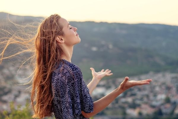 christian women worshipping God with a overlooking view